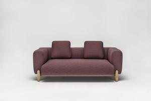 Sofa ze skandynawskimi detalami