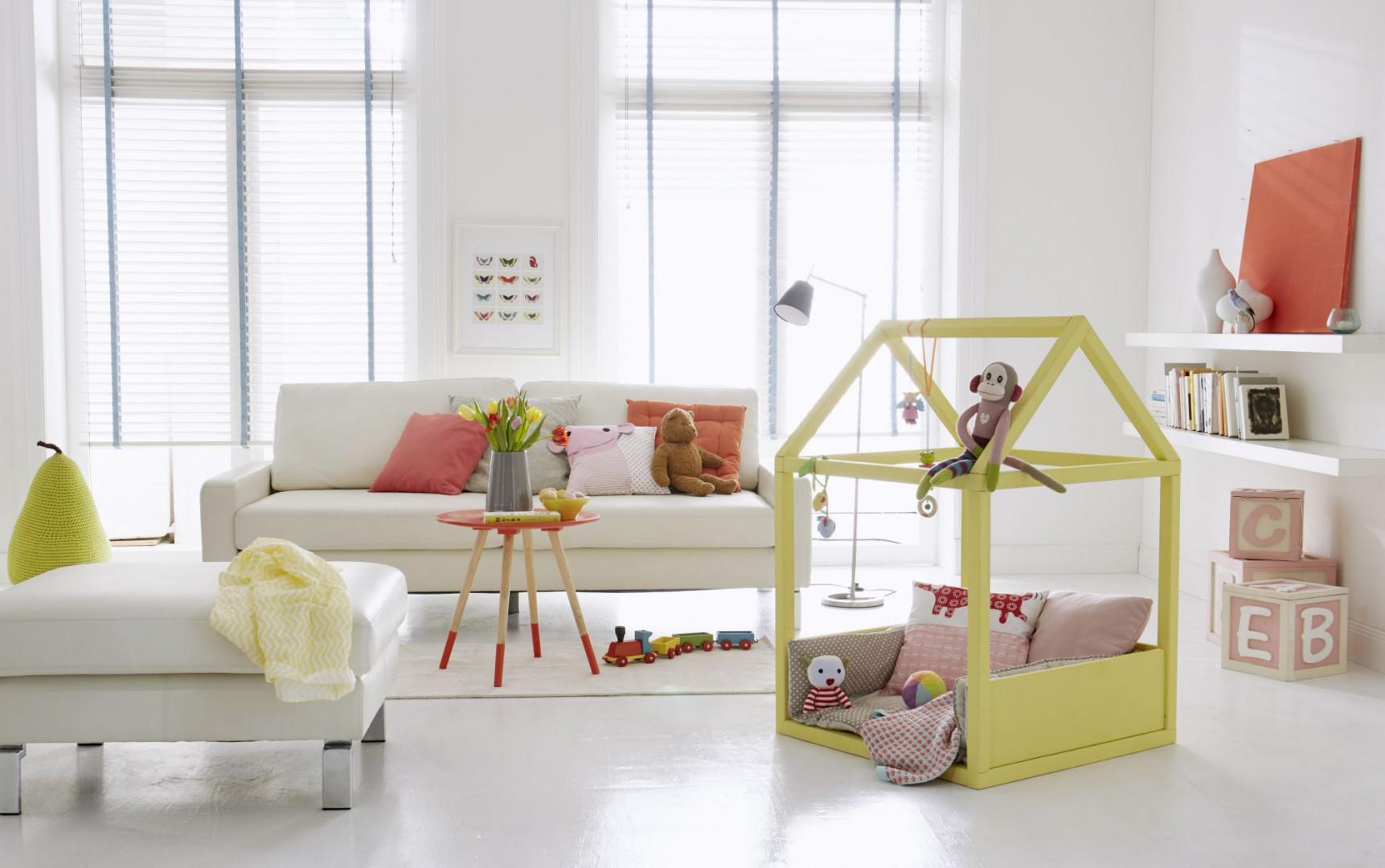 Dzięki kolorowym zabawkom, skonstruowany własnoręcznie domek stanie się ulubionym miejscem zabaw malucha. Fot. Bosch