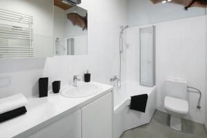 Modna łazienka. Zobacz aranżacje w bieli