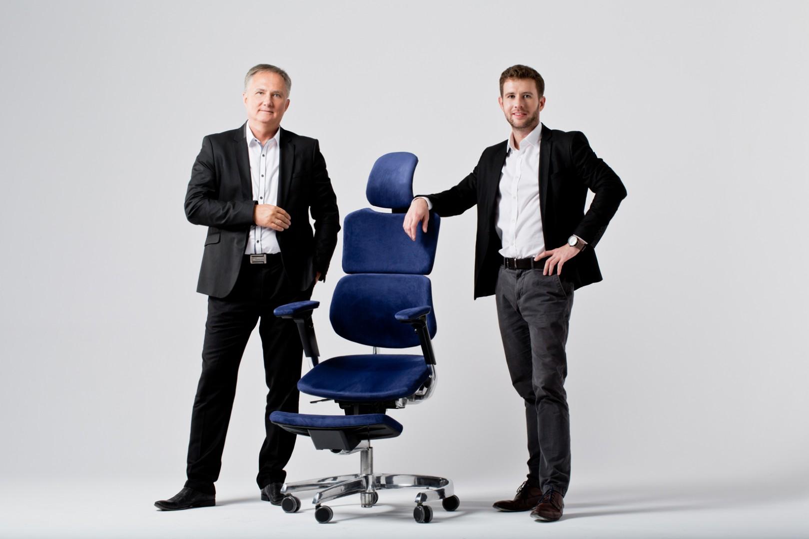 Andrzej Kieryłło i Mateusz Kieryłło z Human+, twórcy fotela Blue Bird. Fot. Human+