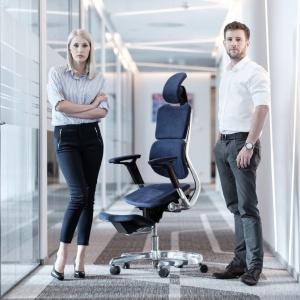 Innowacyjny hybrydowy fotel biurowy