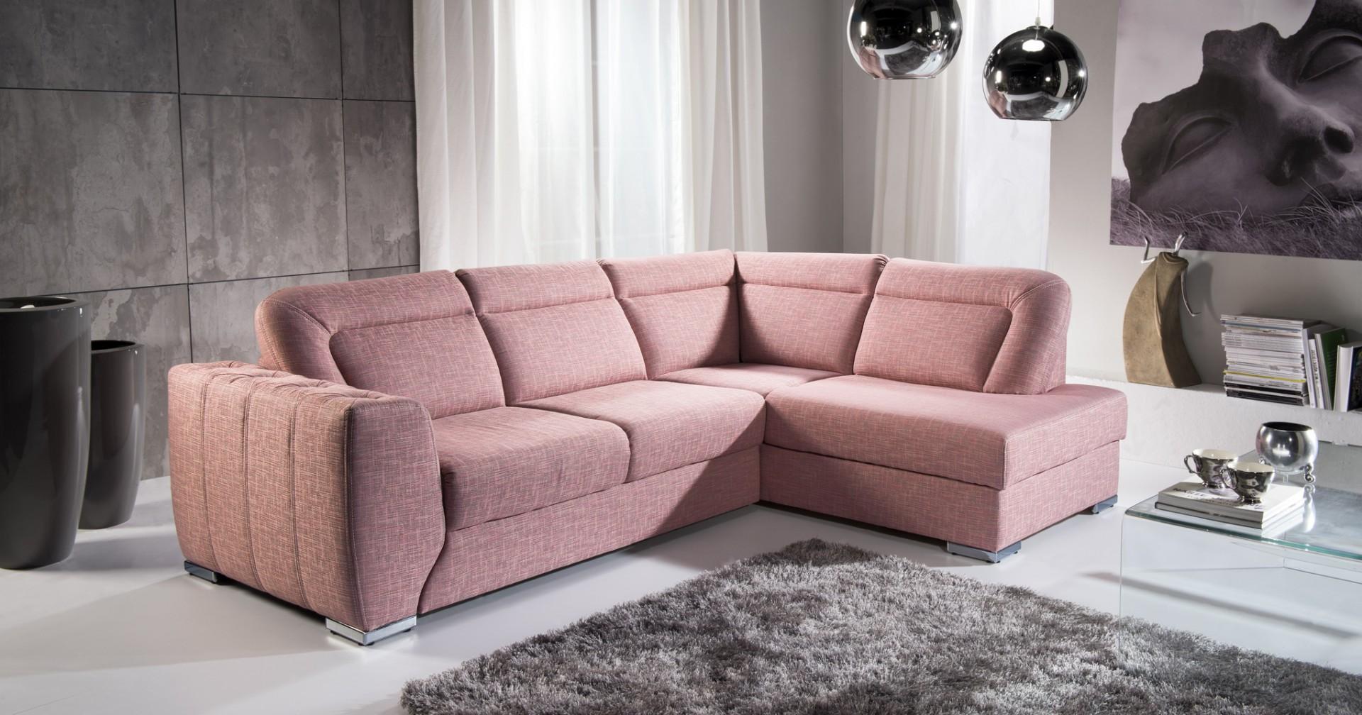 Sofa Hamond ma funkcję spania i zapewnia dużą wygodę. Elementem ozdobnym jest pikowany boczek, który nadaje bryle elegancji i szyku. Fot. Libro