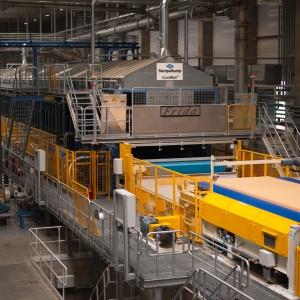 Linia do produkcji płyt MDF w jednym z zakładów Grupy Egger. Fot. Egger