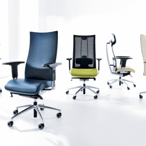 """Fotel """"Action"""" cechuje wyjątkowo ergonomiczny charakter dzięki możliwości płynnej regulacji kąta nachylenia siedziska i oparcia. Fot. Profim"""