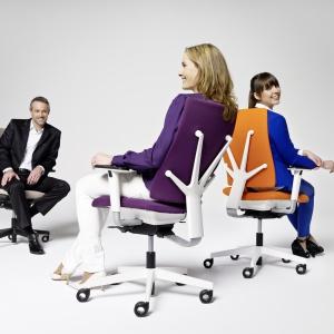 """W krzesłach z serii """"4Me"""" zastosowano mechanizm S-Move, który zapewnia użytkownikowi pełnię biodynamicznego siedzenia. Fot. Grupa Nowy Styl"""