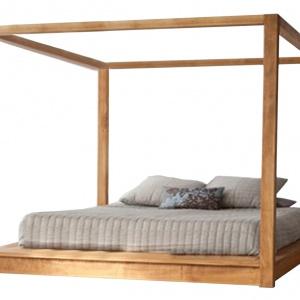 Łóżko Vilma wykonane z drewna dębowego lub olchowego to model klasyczny i minimalistyczny za razem. Zaletą tego modelu jest możliwośc wyboru wybarwienia drewna oraz dostosowanie wymiarów, by idealnie współgrało z indywidualnymi potrzebami użytkowników. Fot. House&More