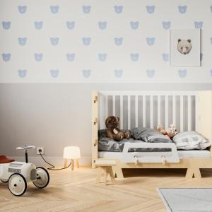 Łóżeczko dziecięce Prymusik/Śnimisie, które rośnie razem z dzieckiem. Podstawę łóżka można zamontować na 2 różnych wysokościach. Fot. Śnimisie