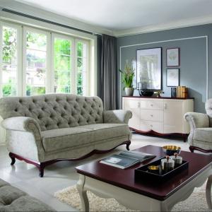 Komplet wypoczynkowy Milano jest nową propozycją w produkcji Fabryki Mebli Taranko. Sukces kolekcji mebli skrzyniowych Milano stał się inspiracją do stworzenia mebli tapicerowanych. W skład kolekcji wchodzi sofa 2 osobowa, sofa 3 osobowa, sofa z funkcją spania, fotel oraz pufa. Fot. Tarank