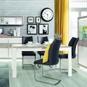 Kolekcja Canne marki Forte - nutka nowoczesności w klasycznym wydaniu. Uwagę zwracają subtelny, dębowy dekor korpusu, białe, połyskujące fronty, a przede wszystkim duże uchwyty w kolorze aluminium. Fot. Forte