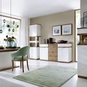 Kolekcja Como marki Taranko, przeznaczona jest do wyposażenia salonu,jadalni oraz sypialni. Zachowane w naturalnej kolorystyce meble stanowią doskonałe uzupełnienie nowoczesnego wnętrza. Fronty mebli oraz blaty wykończone dębową okleiną naturalną. Fot. Taranko