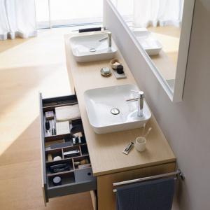 Meble łazienkowe L-Cube marki Duravit. Nowy program mebli łazienkowych zaprojektowany przez Christiana Wernera – zapewnia doskonałą bazę dla łazienki jako kolażu stylistycznego. Fot. Duravit
