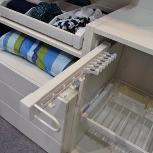 System organizacji szafy Elegance. Wieszaki dedykowane do konkretnego rodzaju  ubrań zapewnią w szafie porządek. Fot. GTV