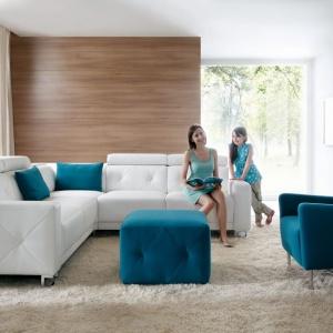 """Modułowa kolekcja mebli """"Life"""" (Wajnert) składa się z 34 elementów, co pozwala na tworzenie sof i narożników o dowolnym kształcie i wielkości. Fot. Wajnert"""