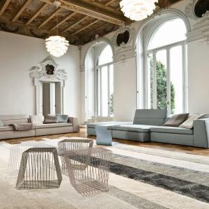 W takim wnętrzu dobrze wyglądają meble o loftowym charakterze. Fot. Bonaldo