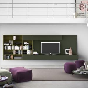 Ścianka telewizyjna z półkami. Fot. Pianca