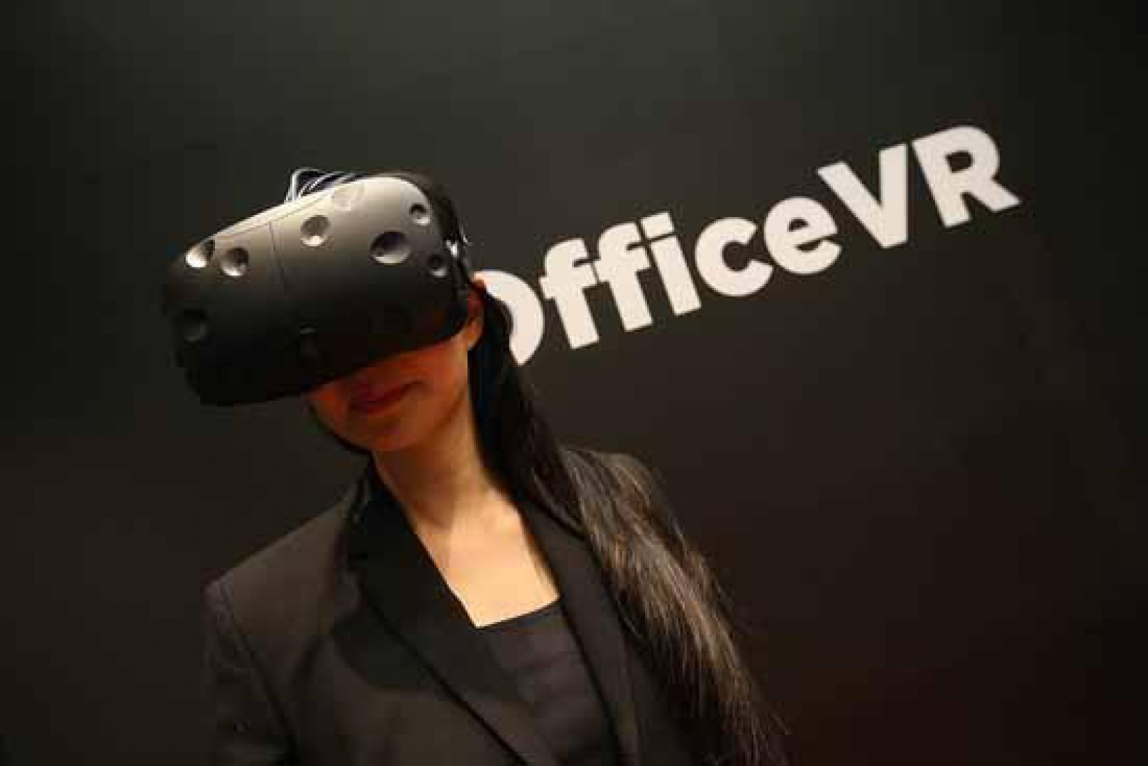 Aplikacja #OfficeVR wykorzystuje technologię rozszerzonej rzeczywistości. Fot. Grupa Nowy Styl
