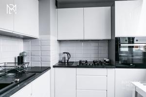 Modna kuchnia. Postaw na czerń i biel