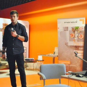 Na zakończenie spotkania Michał Dmitrowicz, head of social media team w Ströer Digital Media, opowiedział jak profesjonalnie dbać o markę osobistą architekta wnętrz.