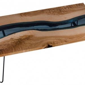 Stolik z błękitnym szkłem marki Malita Just Wood. Fot. Malita Just Wood