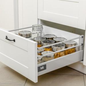 Ogromna wytrzymałość szuflad z kolekcji Modern Box, znosi obciążenie nawet do 40 kg, zatem z powodzeniem przechowamy w nich rzędy dużych słoików z pysznościami. Fot. GTV