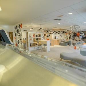 Lounge Plazza - przestrzeń zaaranżowana przez Grupę Nowy Styl w siedzibie firmy Gemalto. Fot. Sébastien Duijndam