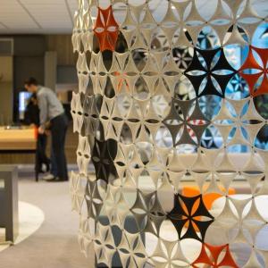 W wystroju wnętrza dominują formy geometryczne, które widać m.in. w specjalnie zaprojektowanych elementach dekoracyjnych. Fot. Sébastien Duijndam