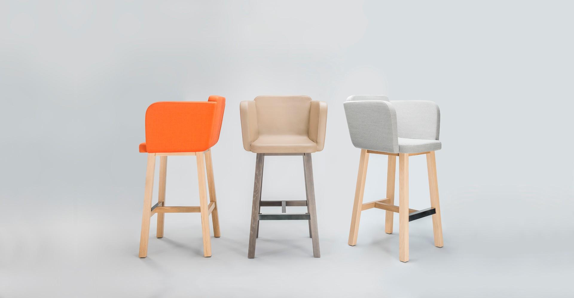 """Hokery """"Club"""" zaprojektowane dla firmy Comforty (2012). Fot. Comforty/Ernest Wińczyk"""