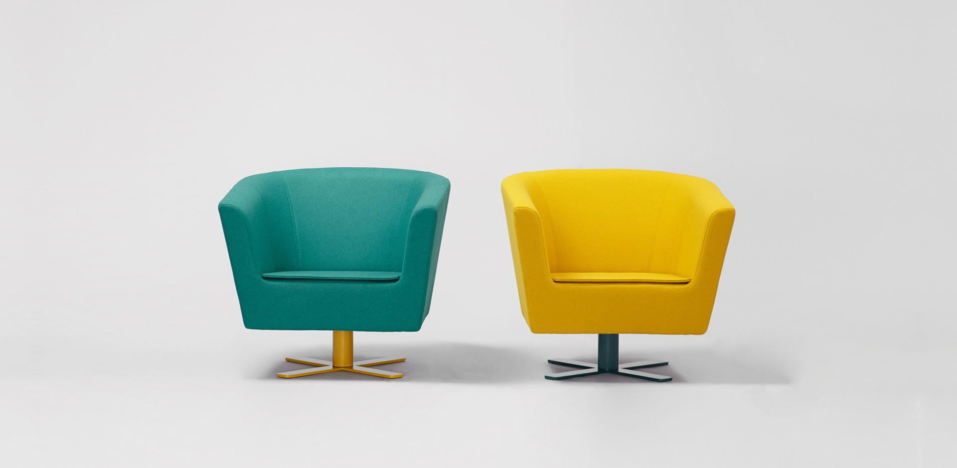 """Fotele """"Moris"""" zaprojektowane dla firmy Comforty (2011). Fot. Comforty/Ernest Wińczyk"""
