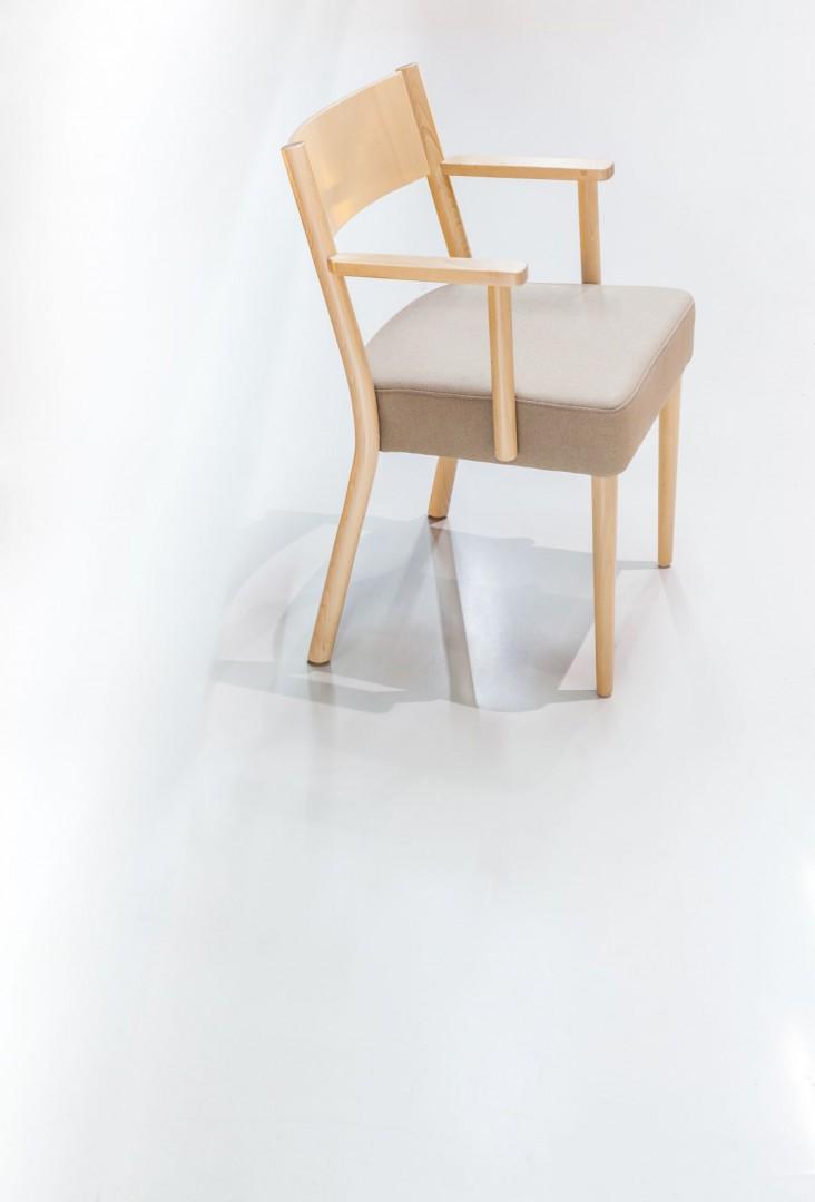 """Krzesło z serii """"Maba"""" (Paged). Fot. Paged/Ernest Wińczyk"""