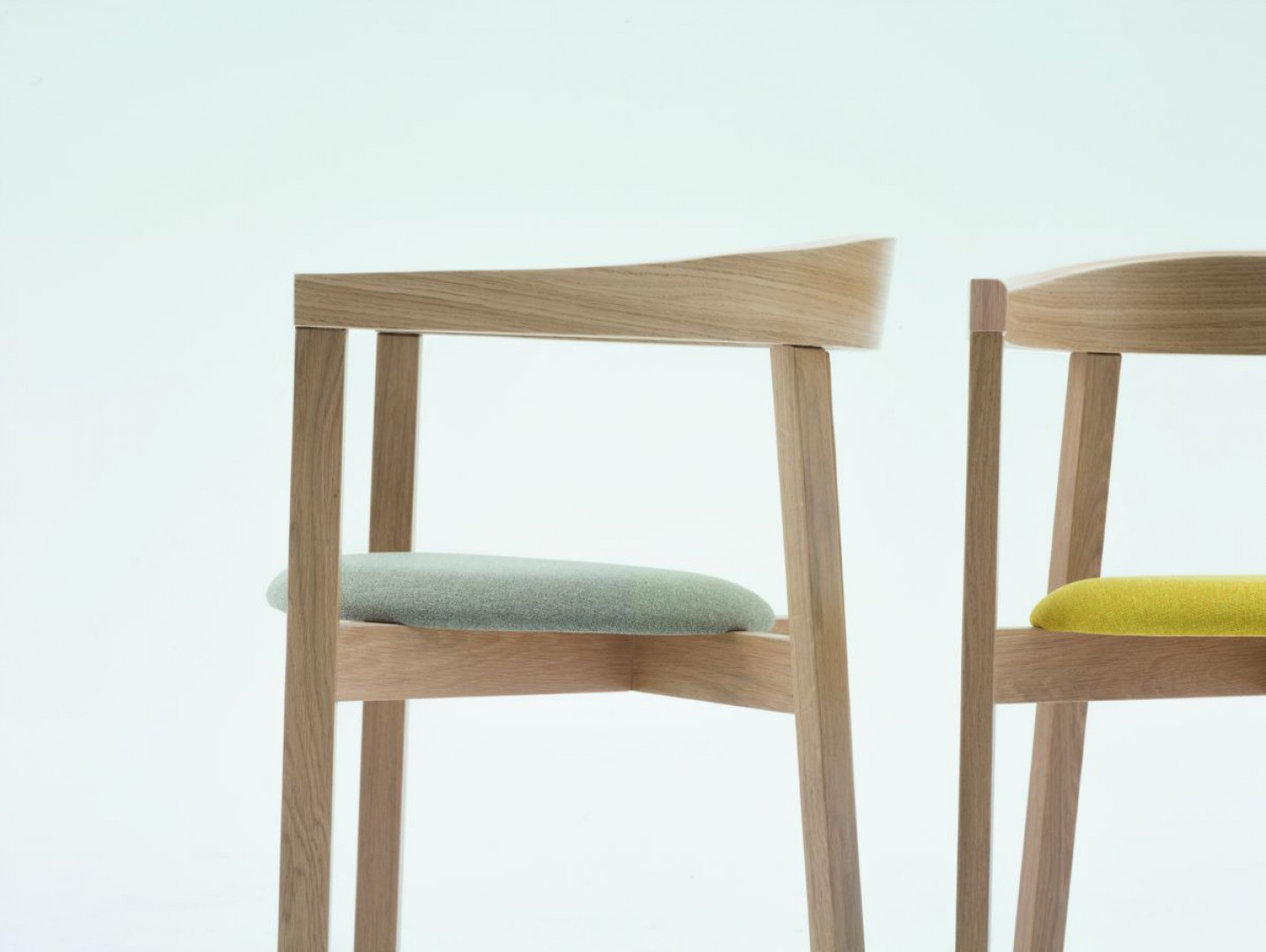 """Krzesła z kolekcji """"Uxi"""" (Paged). Fot. Paged/Ernest Wińczyk"""