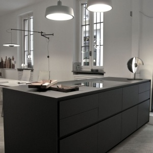 Zabudowa kuchenna wykończona laminatami z kolekcji