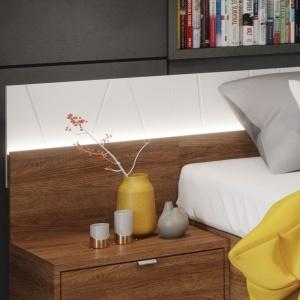 W sypialni Zefir ciekawym elementem jest podświetlany panel