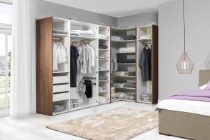 Meble w sypialni. 12 pomysłów na pojemną szafę