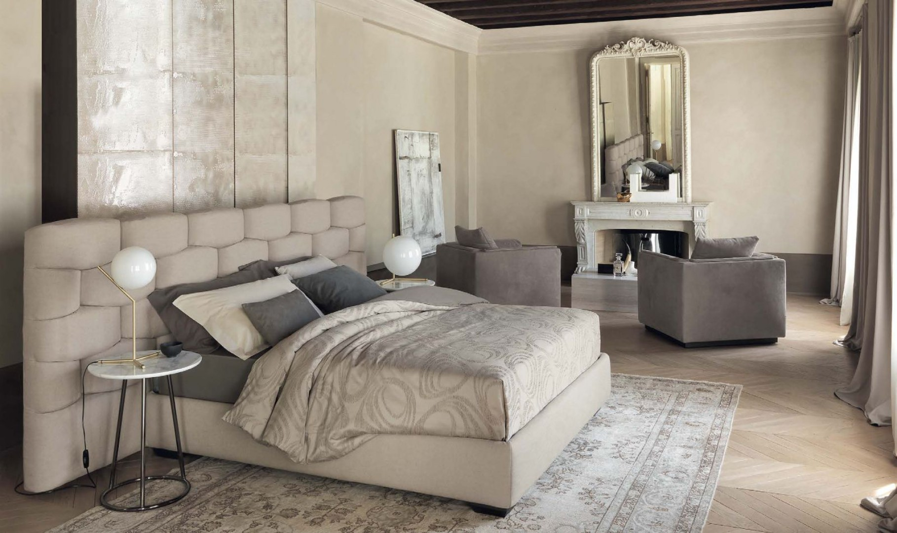 Efektowne łóżko Majal marki Flou. Fot. Galeria Heban