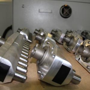 Działając kompleksowo, firma Teknika oferuje pełen serwis maszyn, a także oryginalne części zamienne. Fot. Teknika