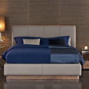 Eleganckie łóżko Ermes marki Flou