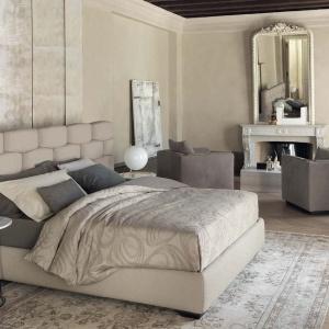 Efektowne łóżko Majal marki Flou