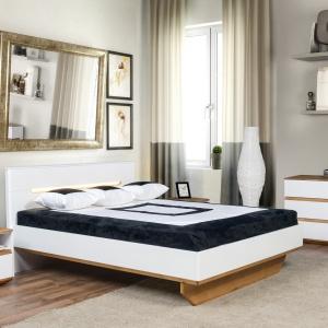 Kolekcja Zebra ma nietypowe nogi łóżka, a zagłówek jest podświetlany. Fot. Klose