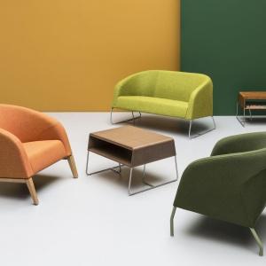 Fotele oraz zgrabne sofy Mula w najmodniejszej kolorystyce. Fot. Noti