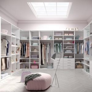 Ecoline to kompleksowy system garderobiany. Ma uniwersalne zastosowanie. Sprawdza się nie tylko jako garderoba otwarta tzw. walk-in, czy też szafa oparta na systemie drzwi przesuwnych. Fot. Raumplus