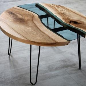 Stół ze wstawką ze szkła. Fot. Malita Just Wood