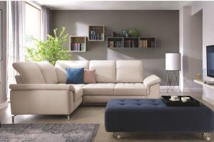 Sofa w salonie. Modne propozycje w kolorze białym