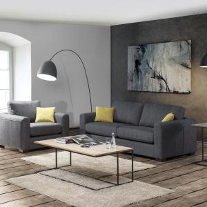Sofa Chicago dostępna jest w zestawie z fotelem. Fot. Primavera Furniture