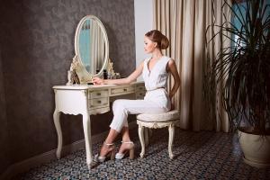 Modne meble - z uchwytami w stylu glamour