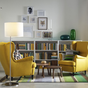 W kąciku wypoczynkowym fotele mogą zastąpić kanapę. Fot. IKEA