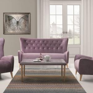 Pikowane meble Nicea w pastelowym odcieniu fioletu. Fot. New Elegance