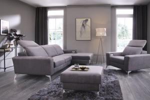Szara sofa w salonie - modny i funkcjonalny element wnętrza