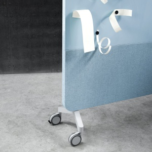 """""""Mood Fabric"""" szwedzkiej firmy Lintex – mobilne szklany ekrany akustyczne pokryte tkaniną dźwiękochłonną. Fot. Lintex"""