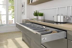 Organizery do niskich szuflad kuchennych