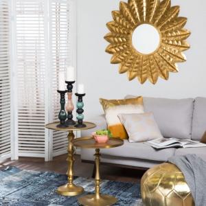 Stoliki w kolorze starego złota doskonale pasują do nowoczesnych wnętrz z nutą orientu. Fot. Westwing